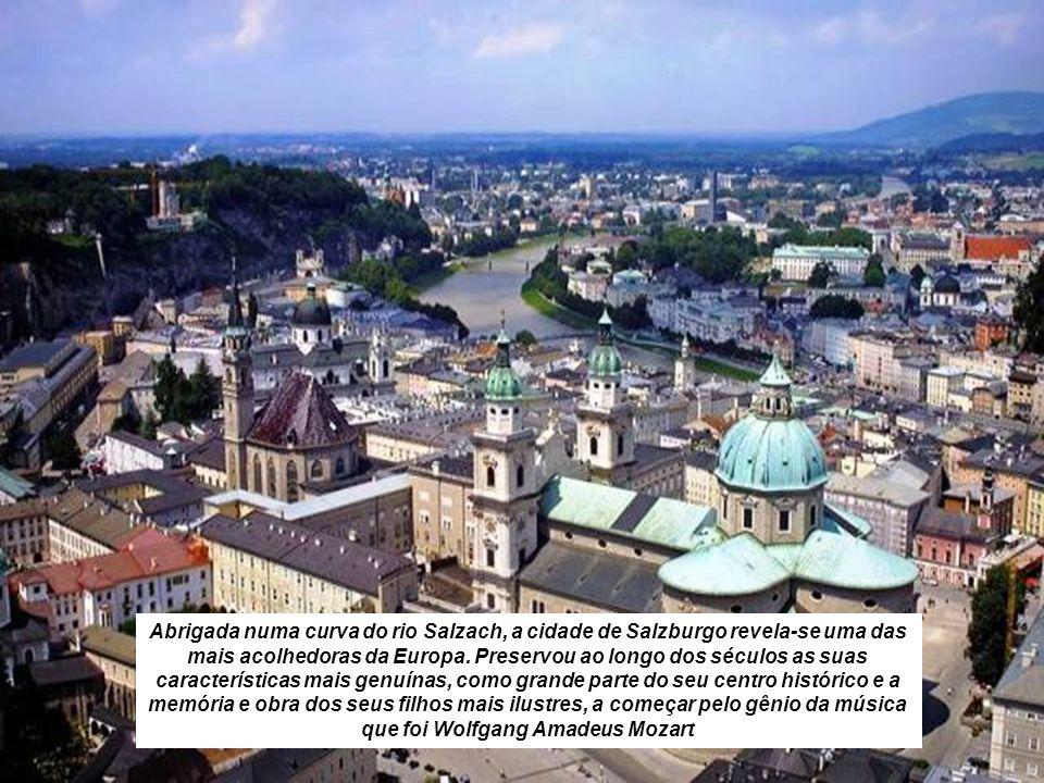 Abrigada numa curva do rio Salzach, a cidade de Salzburgo revela-se uma das mais acolhedoras da Europa.