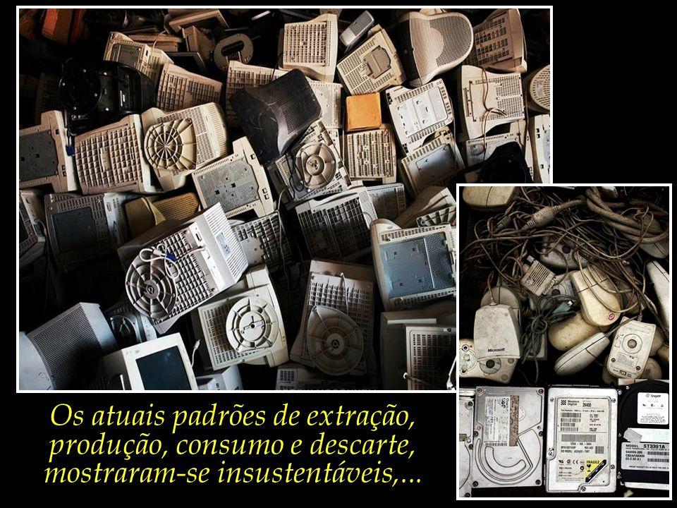 Os atuais padrões de extração, produção, consumo e descarte, mostraram-se insustentáveis,...