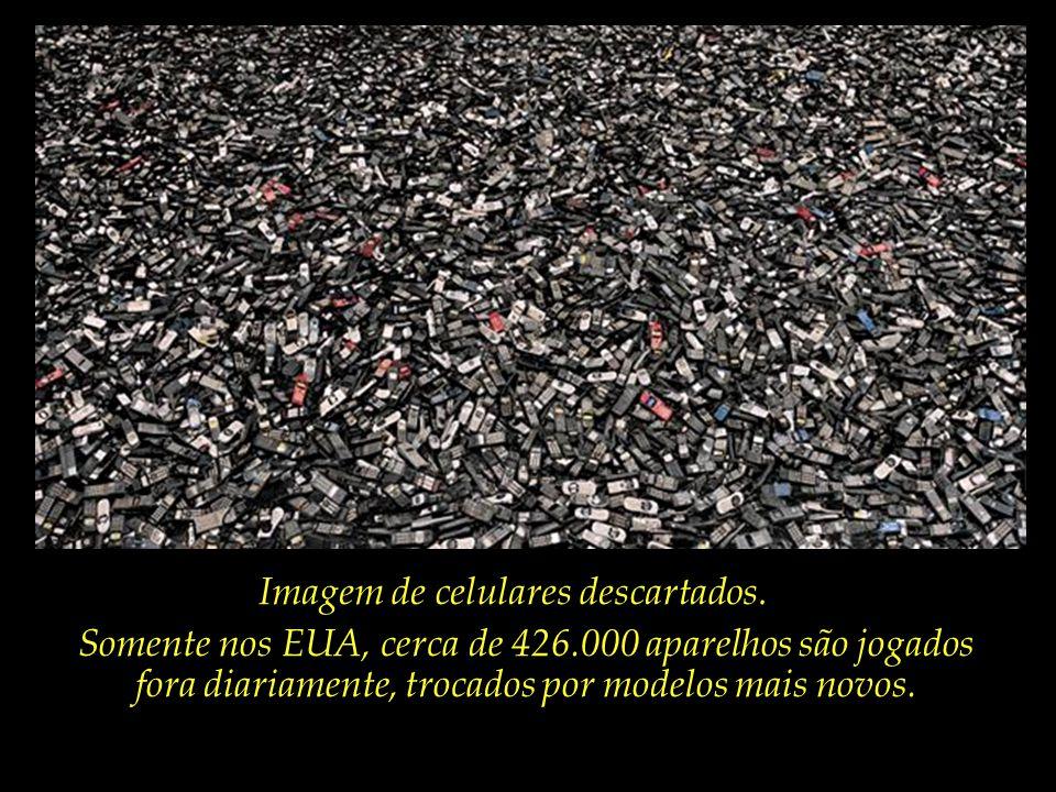 Imagem de celulares descartados.