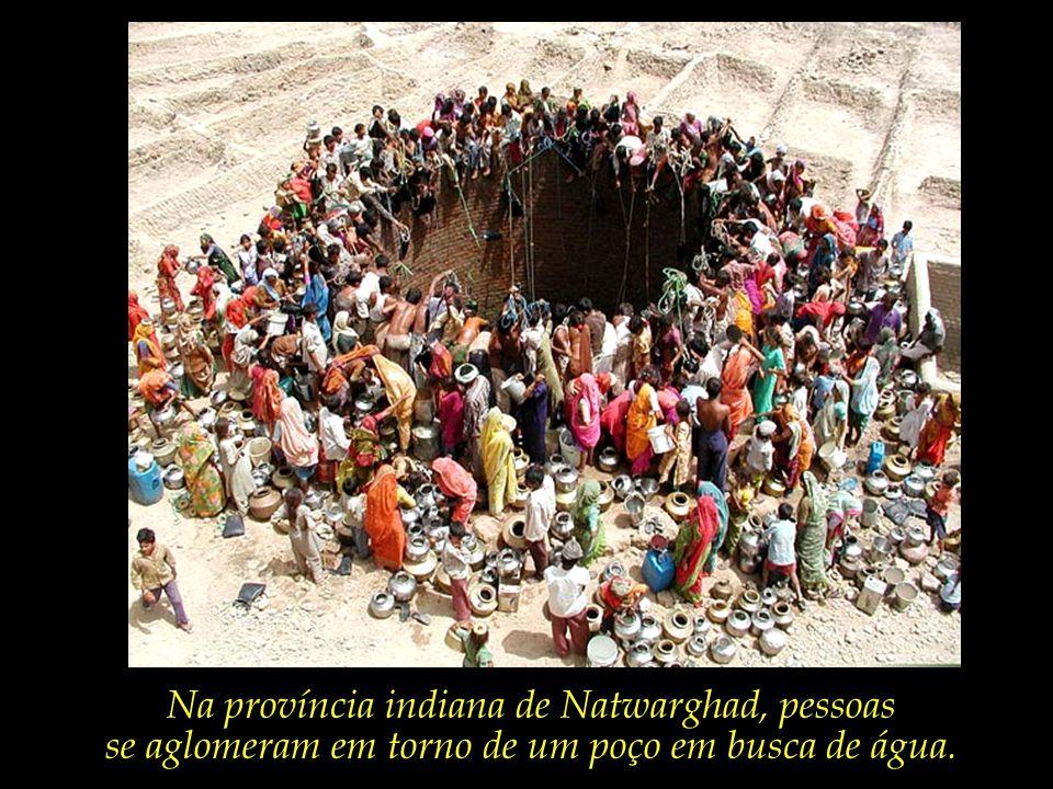 Na província indiana de Natwarghad, pessoas