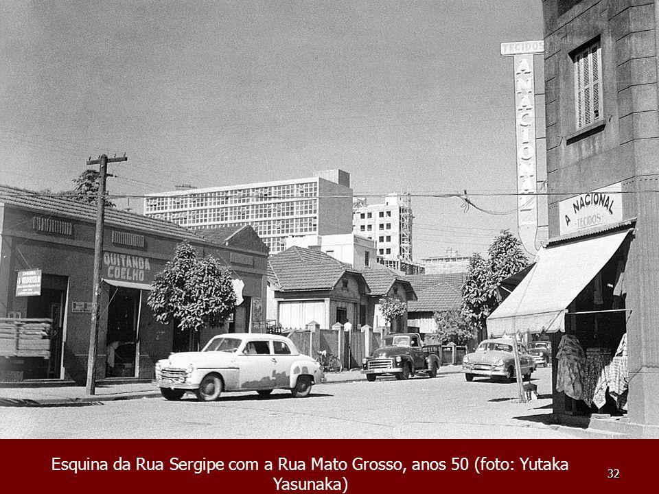 Esquina da Rua Sergipe com a Rua Mato Grosso, anos 50 (foto: Yutaka Yasunaka)