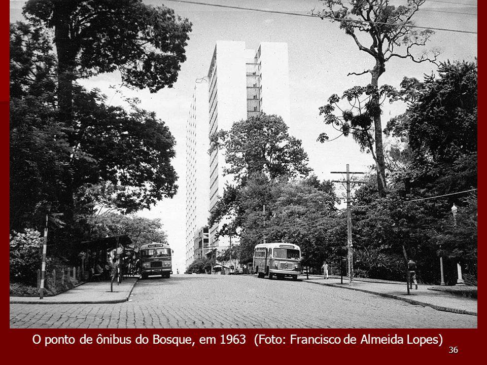 O ponto de ônibus do Bosque, em 1963 (Foto: Francisco de Almeida Lopes)
