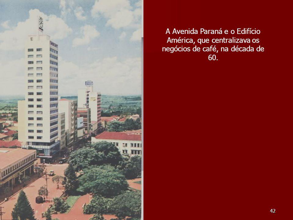 A Avenida Paraná e o Edifício América, que centralizava os negócios de café, na década de 60.