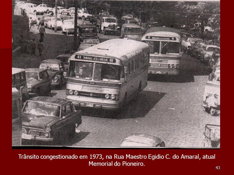 Trânsito congestionado em 1973, na Rua Maestro Egidio C