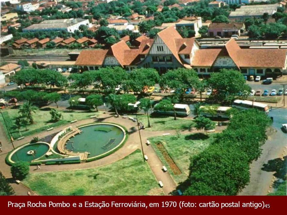 Praça Rocha Pombo e a Estação Ferroviária, em 1970 (foto: cartão postal antigo)