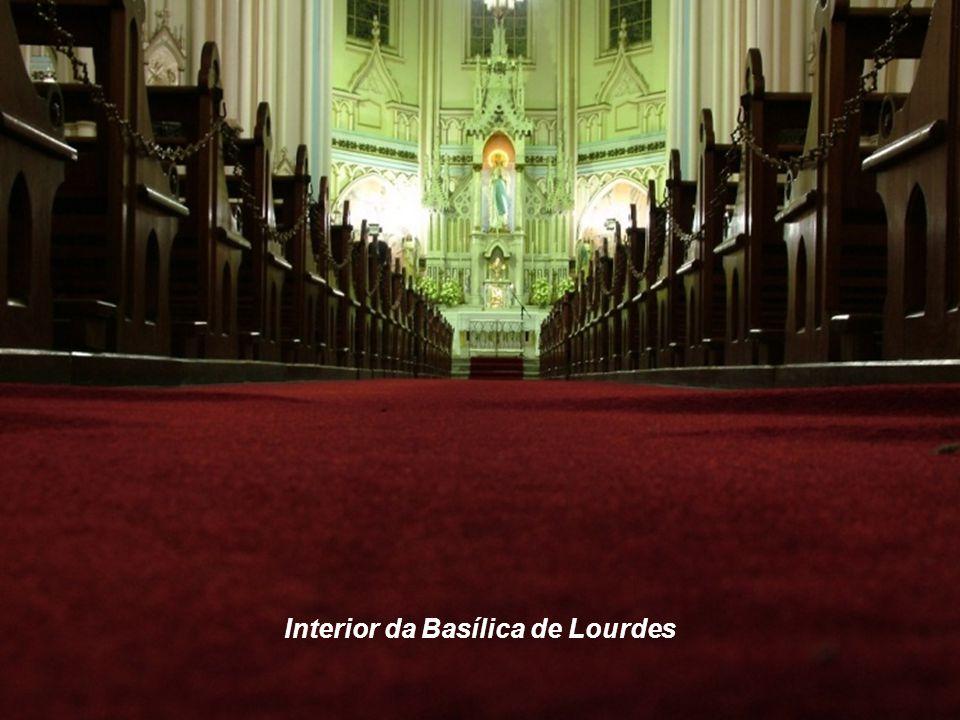 Interior da Basílica de Lourdes
