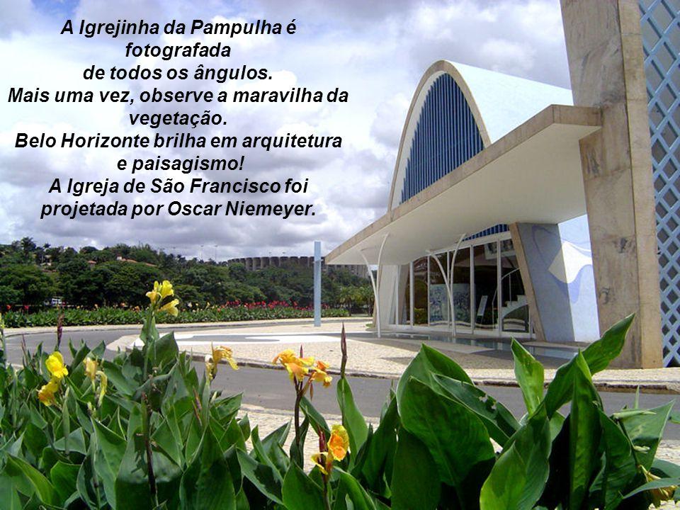 A Igrejinha da Pampulha é fotografada de todos os ângulos.