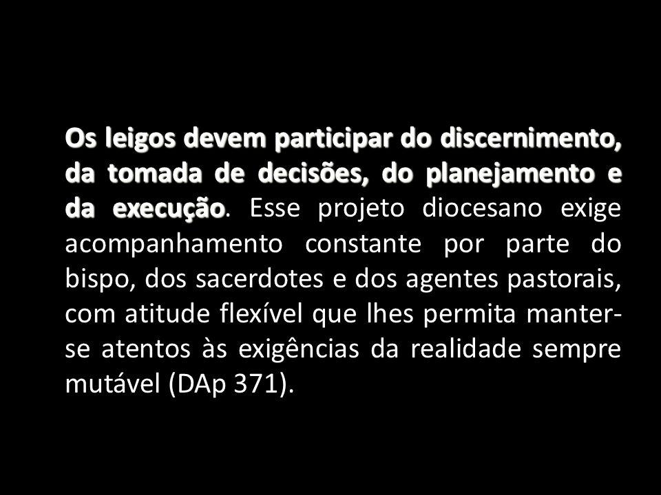 Os leigos devem participar do discernimento, da tomada de decisões, do planejamento e da execução.