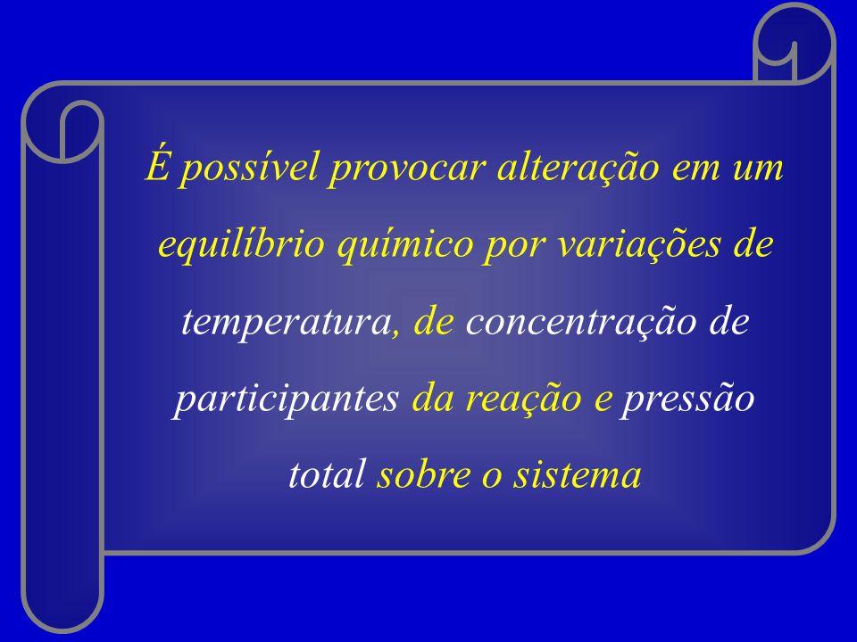 É possível provocar alteração em um equilíbrio químico por variações de temperatura, de concentração de participantes da reação e pressão total sobre o sistema