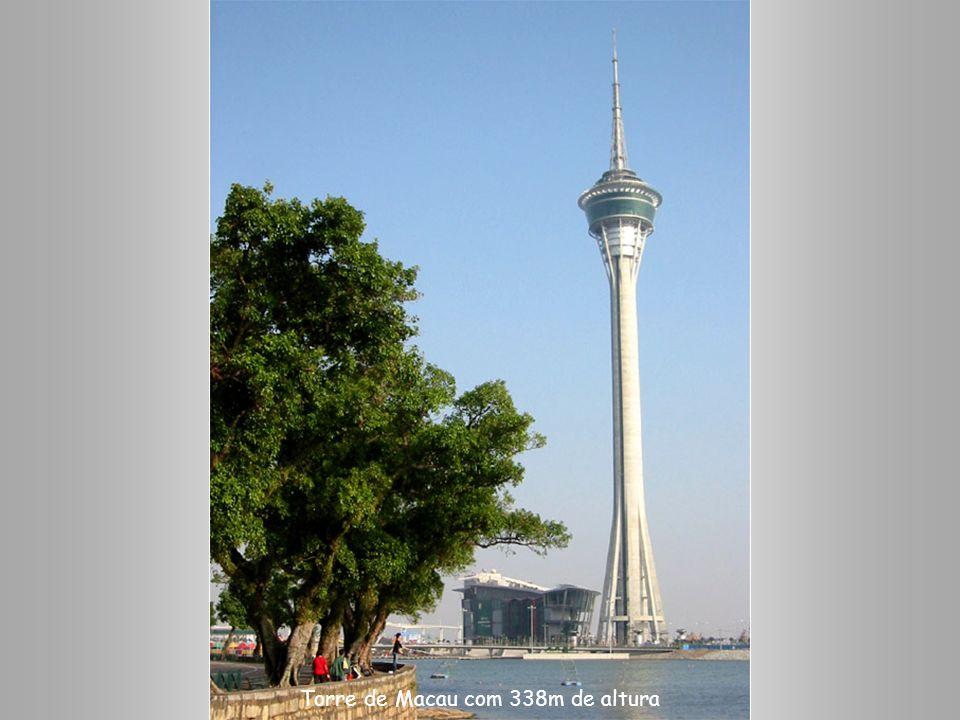 Torre de Macau com 338m de altura