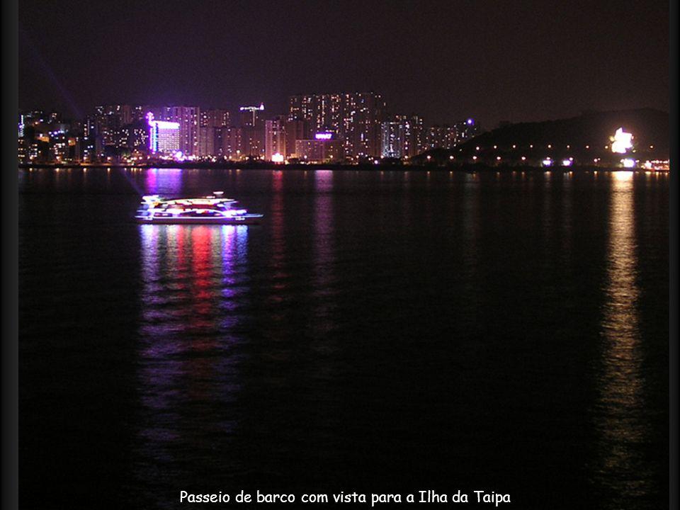 Passeio de barco com vista para a Ilha da Taipa