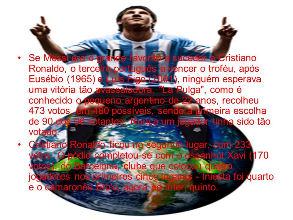 Se Messi era o grande favorito a suceder a Cristiano Ronaldo, o terceiro português a vencer o troféu, após Eusébio (1965) e Luís Figo (2001), ninguém esperava uma vitória tão avassaladora. La Pulga , como é conhecido o pequeno argentino de 22 anos, recolheu 473 votos, em 480 possíveis, sendo a primeira escolha de 90 dos 96 votantes. Nunca um jogador tinha sido tão votado.