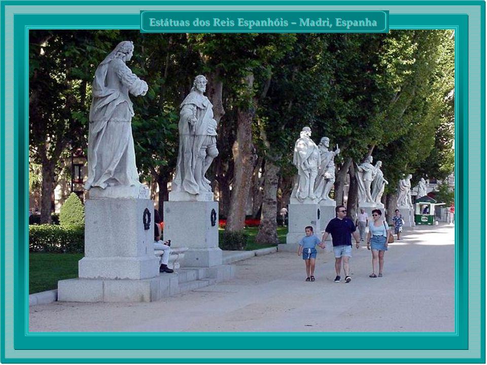 Estátuas dos Reis Espanhóis – Madri, Espanha