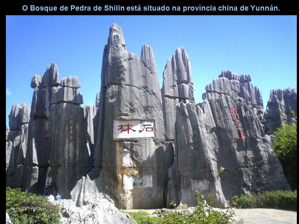 O Bosque de Pedra de Shilin está situado na província china de Yunnán.