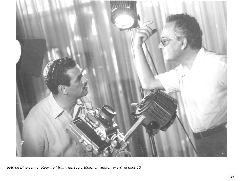 Foto de Dino com o fotógrafo Molina em seu estúdio, em Santos, provável anos 50.