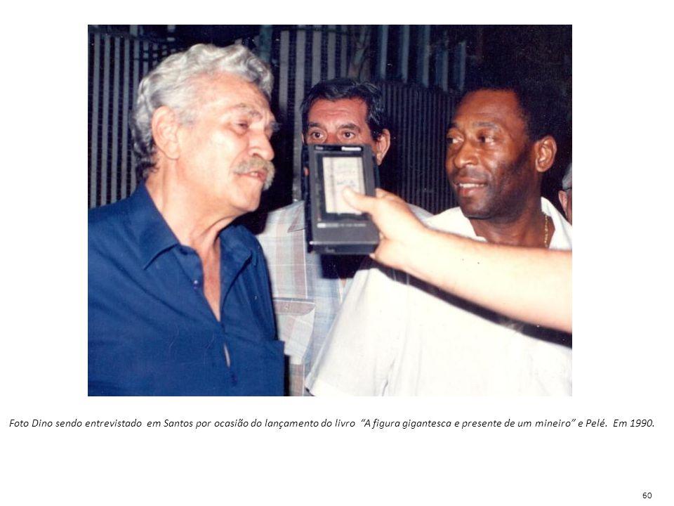 Foto Dino sendo entrevistado em Santos por ocasião do lançamento do livro A figura gigantesca e presente de um mineiro e Pelé. Em 1990.