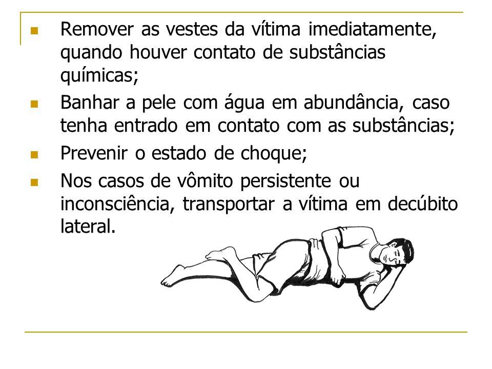 Remover as vestes da vítima imediatamente, quando houver contato de substâncias químicas;