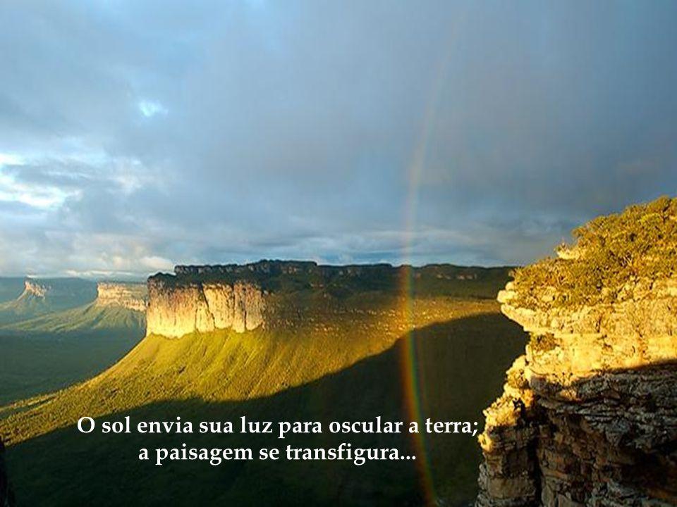 O sol envia sua luz para oscular a terra; a paisagem se transfigura...
