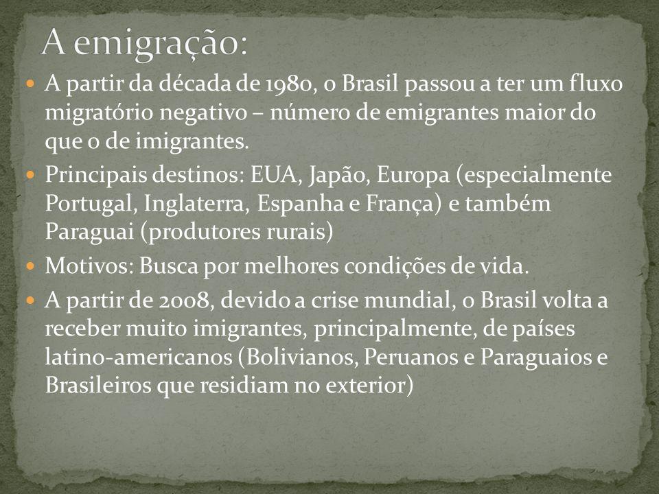 A emigração: A partir da década de 1980, o Brasil passou a ter um fluxo migratório negativo – número de emigrantes maior do que o de imigrantes.