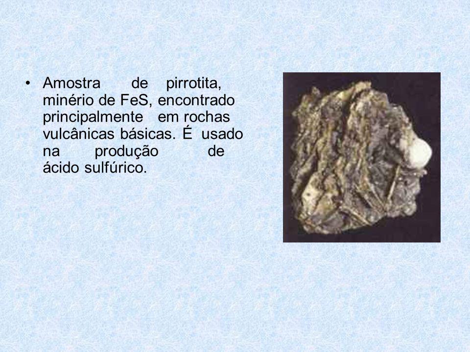 Amostra de pirrotita, minério de FeS, encontrado principalmente em rochas vulcânicas básicas.