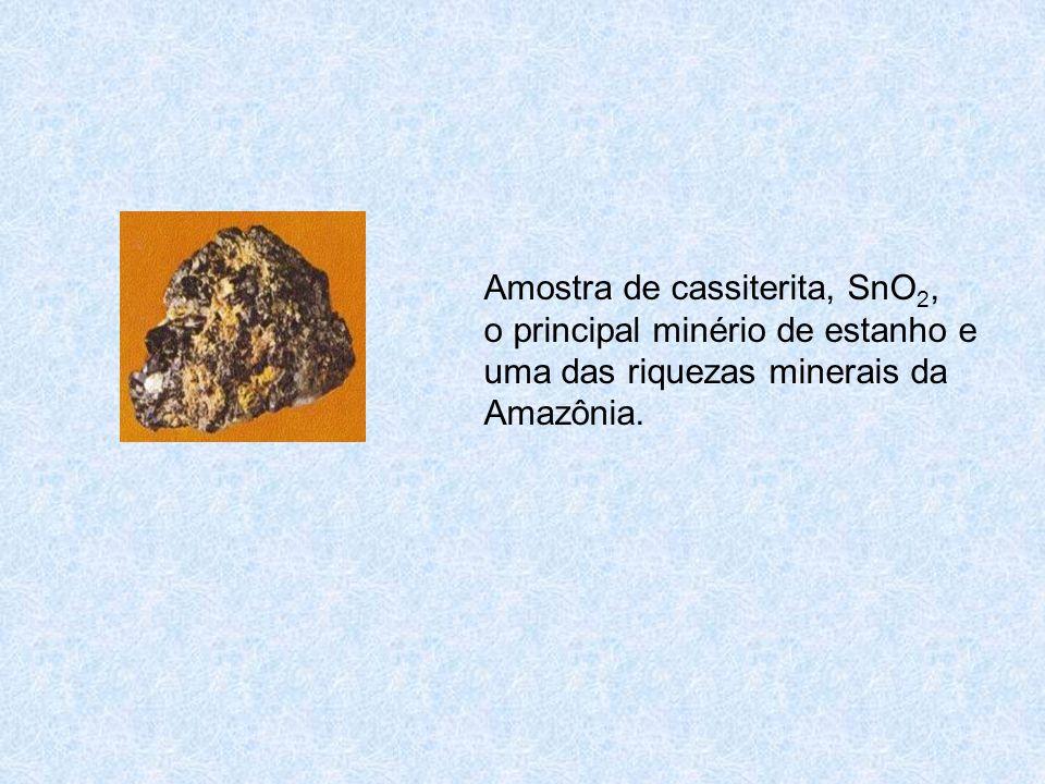 Amostra de cassiterita, SnO2, o principal minério de estanho e uma das riquezas minerais da Amazônia.