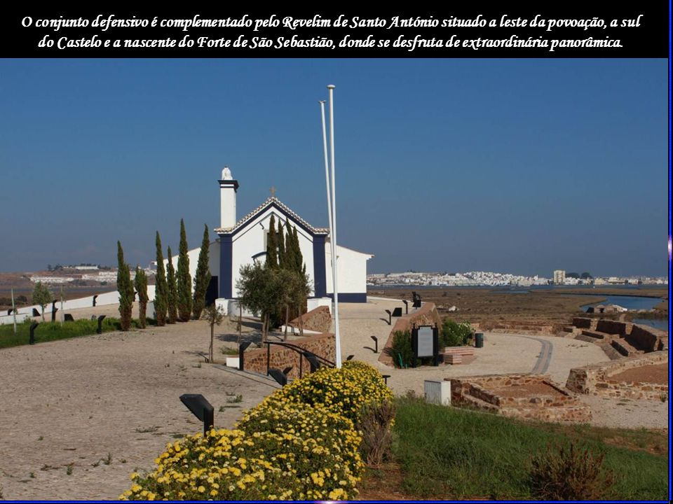 O conjunto defensivo é complementado pelo Revelim de Santo António situado a leste da povoação, a sul do Castelo e a nascente do Forte de São Sebastião, donde se desfruta de extraordinária panorâmica.
