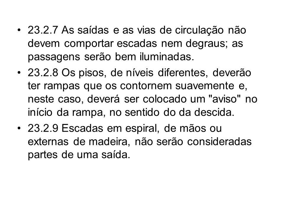 23.2.7 As saídas e as vias de circulação não devem comportar escadas nem degraus; as passagens serão bem iluminadas.