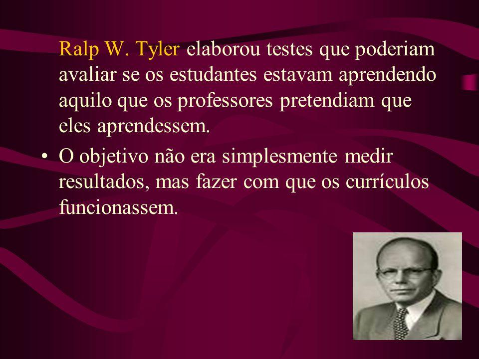 Ralp W. Tyler elaborou testes que poderiam avaliar se os estudantes estavam aprendendo aquilo que os professores pretendiam que eles aprendessem.