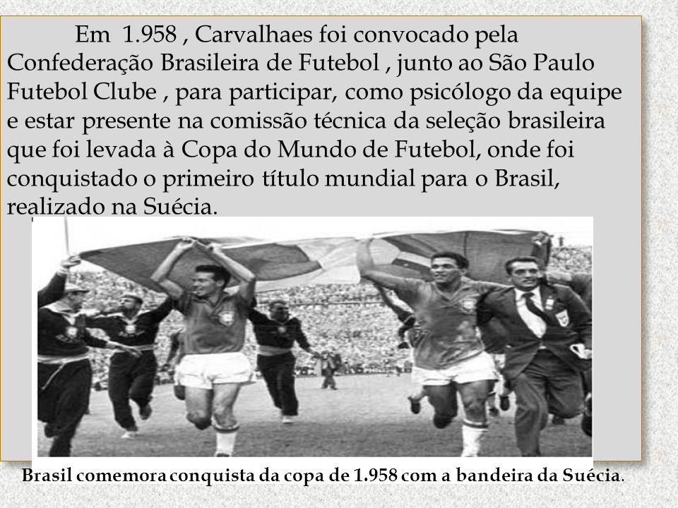 Brasil comemora conquista da copa de 1.958 com a bandeira da Suécia.