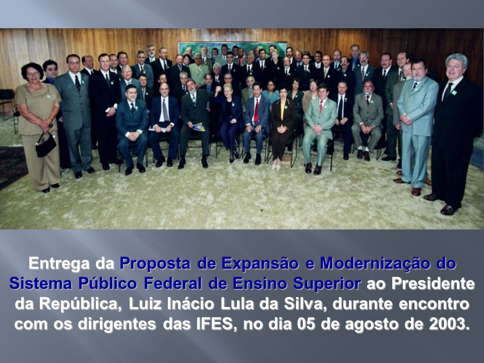 Entrega da Proposta de Expansão e Modernização do Sistema Público Federal de Ensino Superior ao Presidente da República, Luiz Inácio Lula da Silva, durante encontro com os dirigentes das IFES, no dia 05 de agosto de 2003.