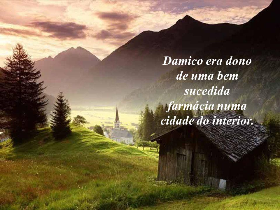 Damico era dono de uma bem sucedida farmácia numa cidade do interior.