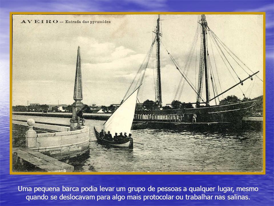Uma pequena barca podia levar um grupo de pessoas a qualquer lugar, mesmo quando se deslocavam para algo mais protocolar ou trabalhar nas salinas.