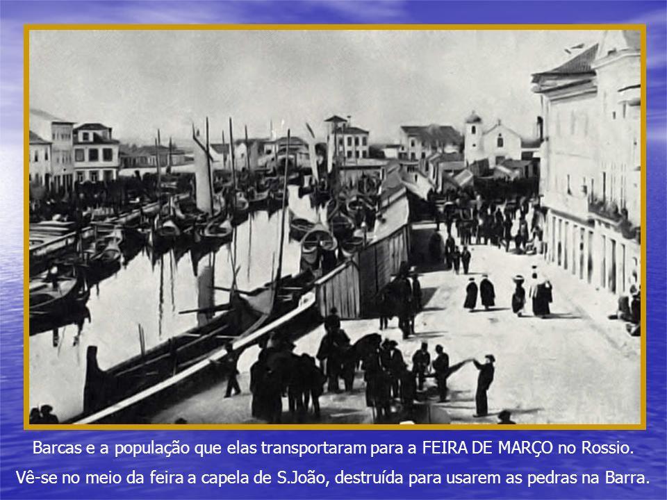 Barcas e a população que elas transportaram para a FEIRA DE MARÇO no Rossio.