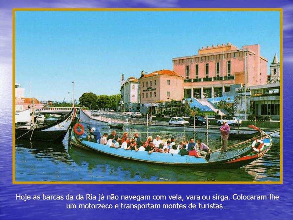 Hoje as barcas da da Ria já não navegam com vela, vara ou sirga