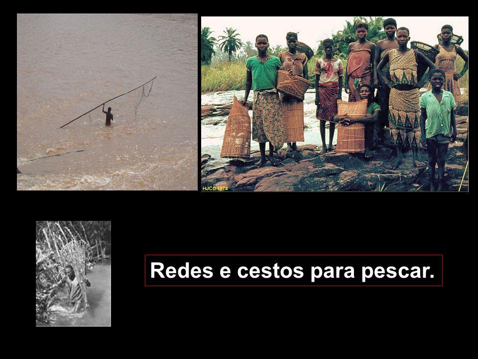 Redes e cestos para pescar.