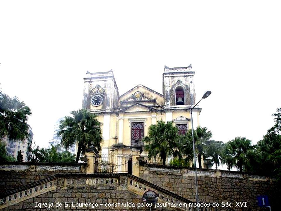 Igreja de S. Lourenço – construída pelos jesuítas em meados do Séc. XVI