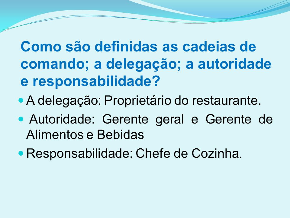 Como são definidas as cadeias de comando; a delegação; a autoridade e responsabilidade