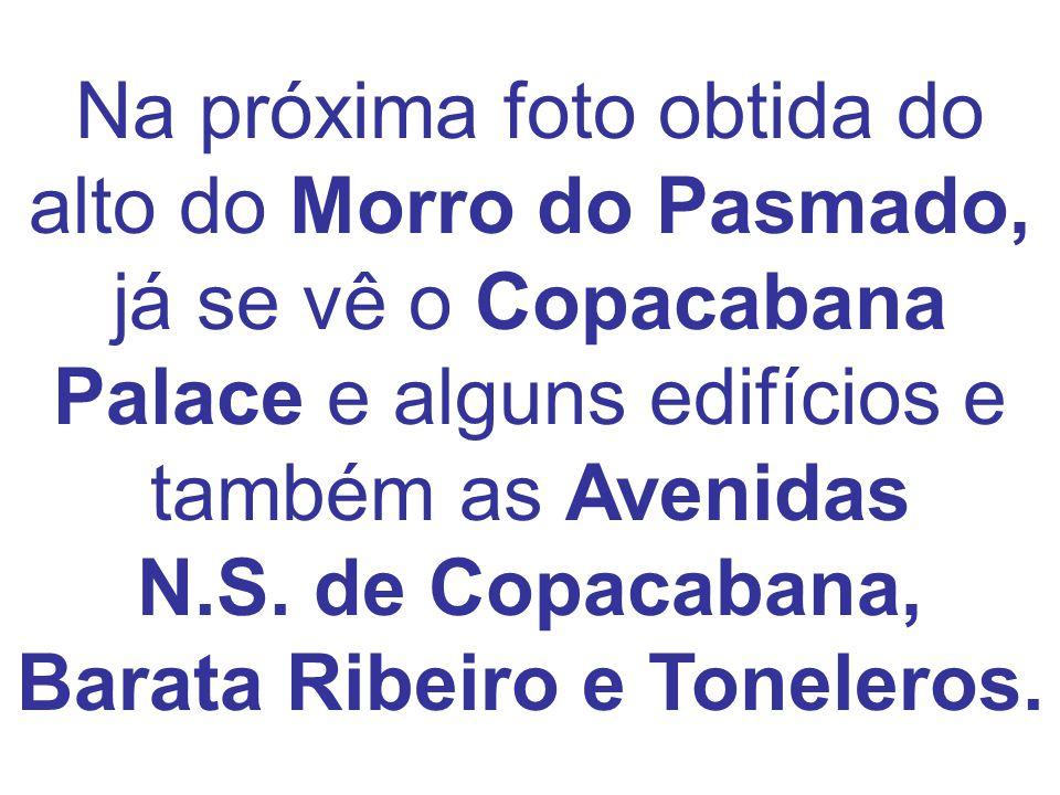 Na próxima foto obtida do alto do Morro do Pasmado, já se vê o Copacabana Palace e alguns edifícios e também as Avenidas N.S.
