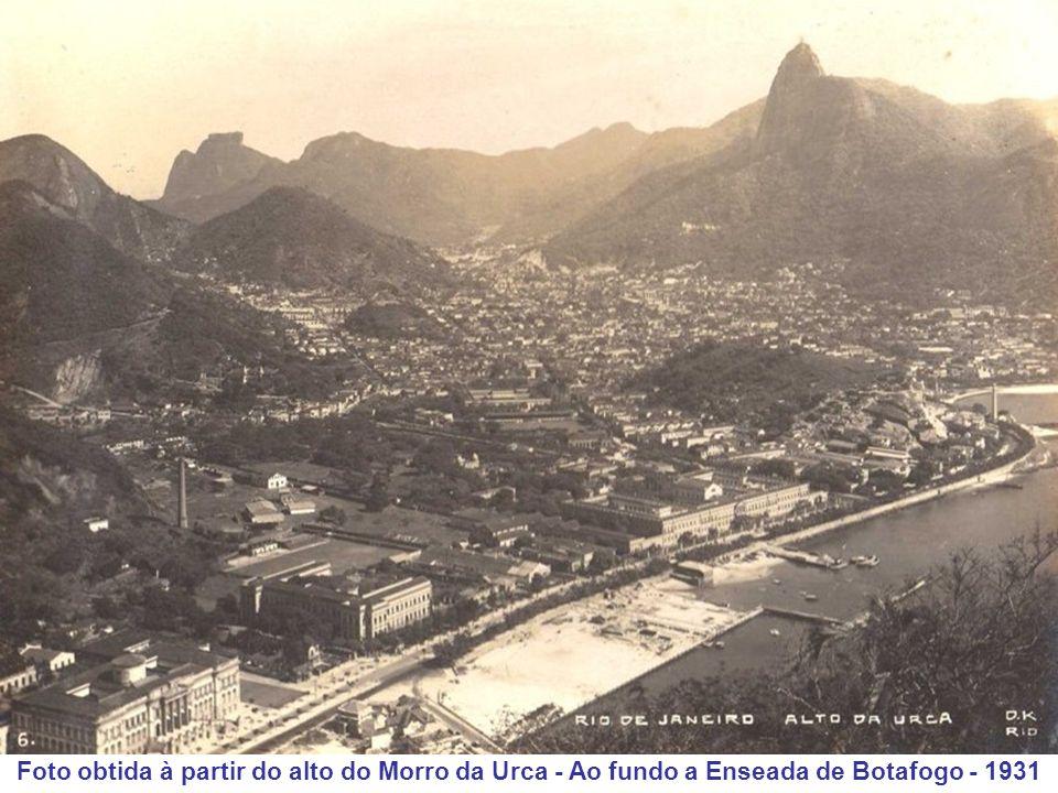 Foto obtida à partir do alto do Morro da Urca - Ao fundo a Enseada de Botafogo - 1931