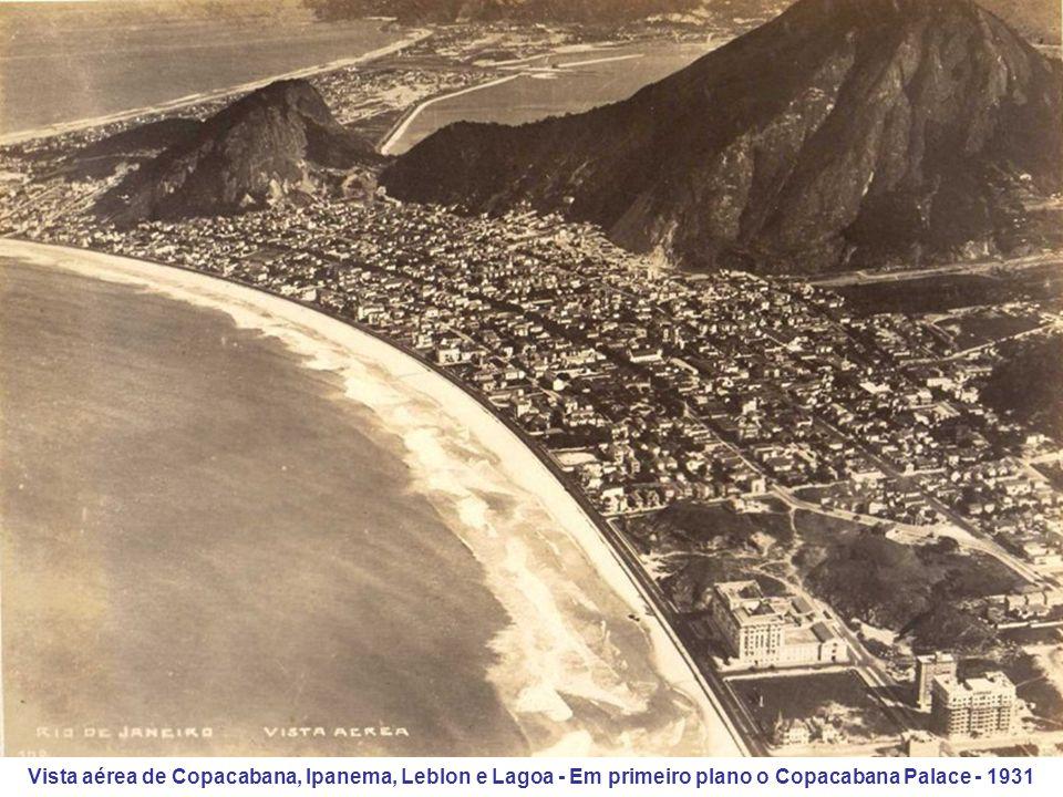 Vista aérea de Copacabana, Ipanema, Leblon e Lagoa - Em primeiro plano o Copacabana Palace - 1931