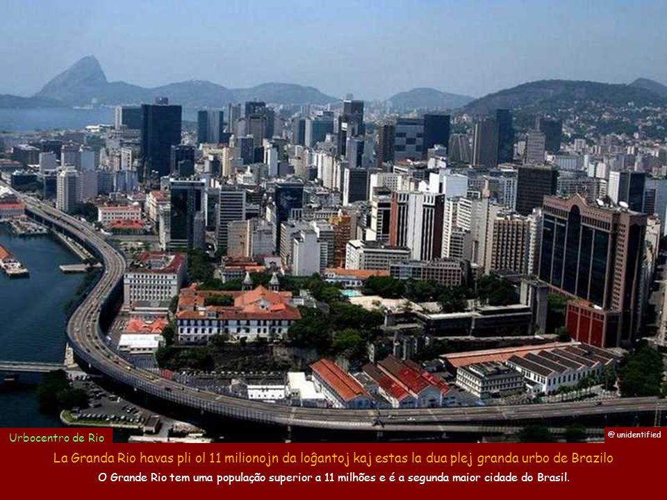 Urbocentro de Rio @ unidentified. La Granda Rio havas pli ol 11 milionojn da loĝantoj kaj estas la dua plej granda urbo de Brazilo.