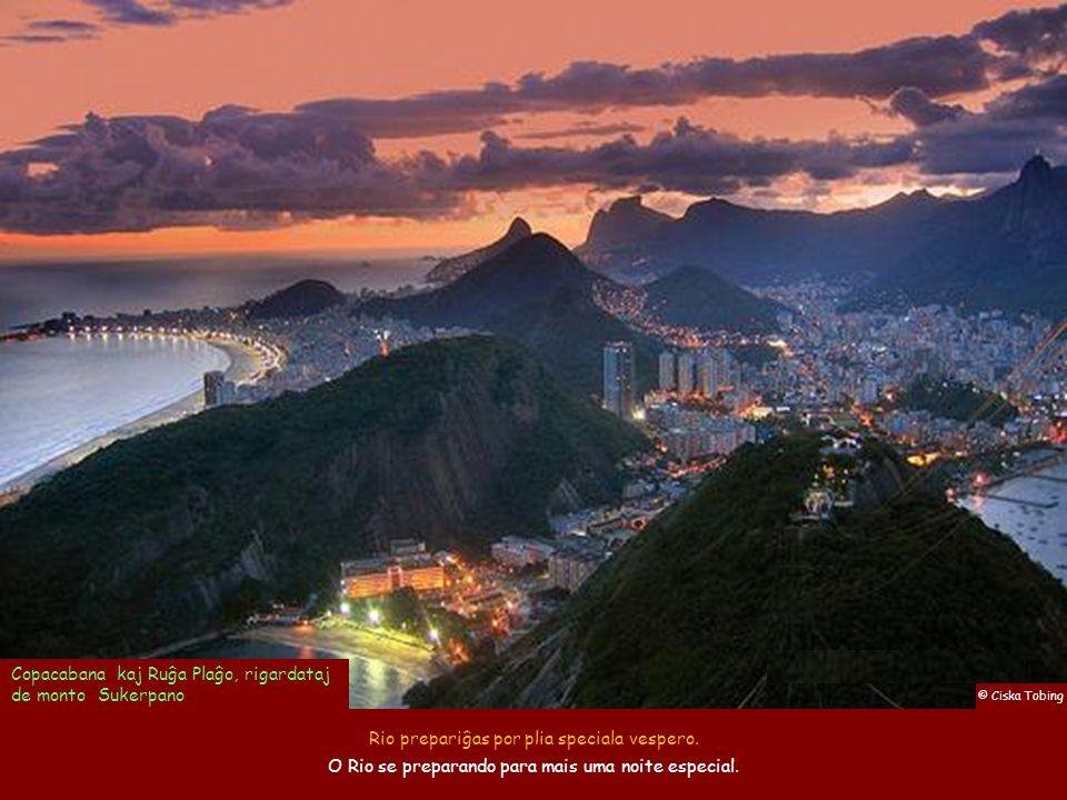 Copacabana kaj Ruĝa Plaĝo, rigardataj de monto Sukerpano
