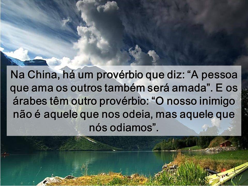 Na China, há um provérbio que diz: A pessoa que ama os outros também será amada .