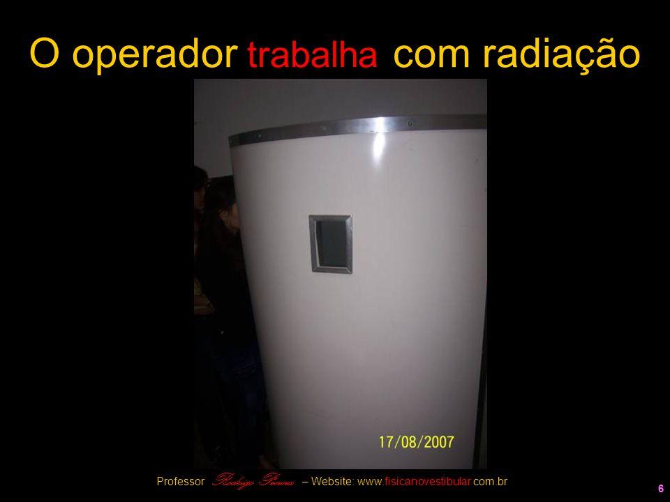 O operador trabalha com radiação