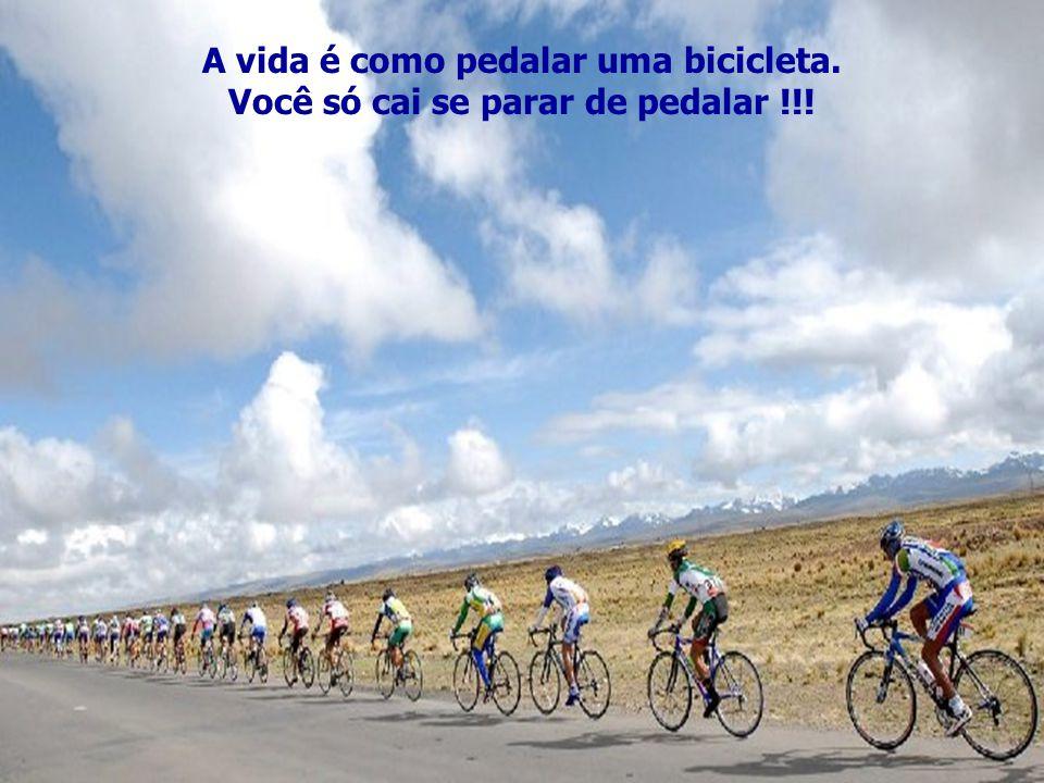 A vida é como pedalar uma bicicleta.