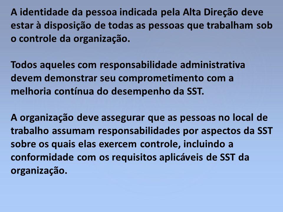 A identidade da pessoa indicada pela Alta Direção deve estar à disposição de todas as pessoas que trabalham sob o controle da organização.