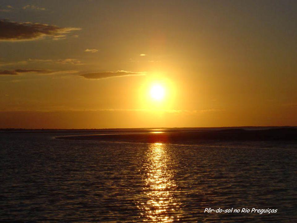 Pôr-do-sol no Rio Preguiças
