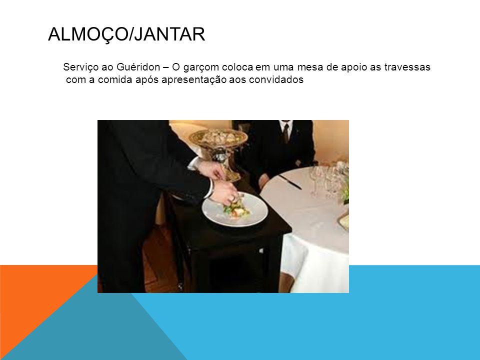 Almoço/Jantar Serviço ao Guéridon – O garçom coloca em uma mesa de apoio as travessas com a comida após apresentação aos convidados.