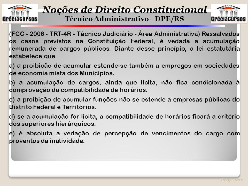 (FCC - 2006 - TRT-4R - Técnico Judiciário - Área Administrativa) Ressalvados os casos previstos na Constituição Federal, é vedada a acumulação remunerada de cargos públicos. Diante desse princípio, a lei estatutária estabelece que