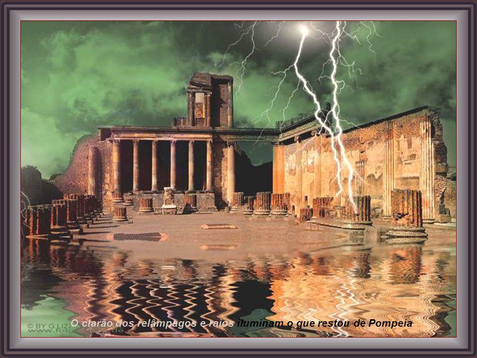 O clarão dos relâmpagos e raios iluminam o que restou de Pompeia